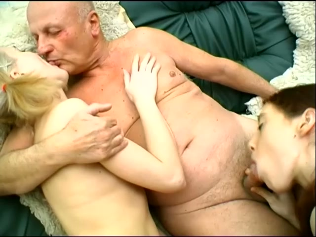 troe-starikov-trahali