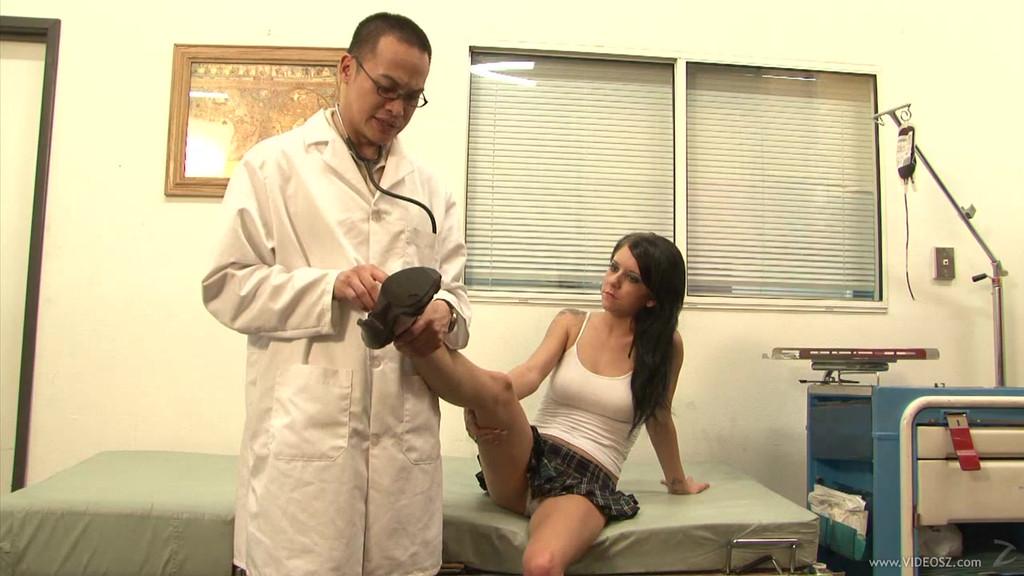 2007 pantyhose fetish woman showing