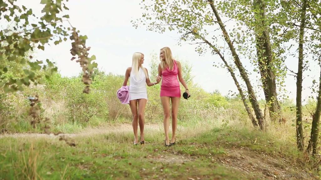 день искал завязали трахает девушку в лесу рука