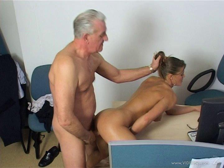 порно старая секретарша молодой босс