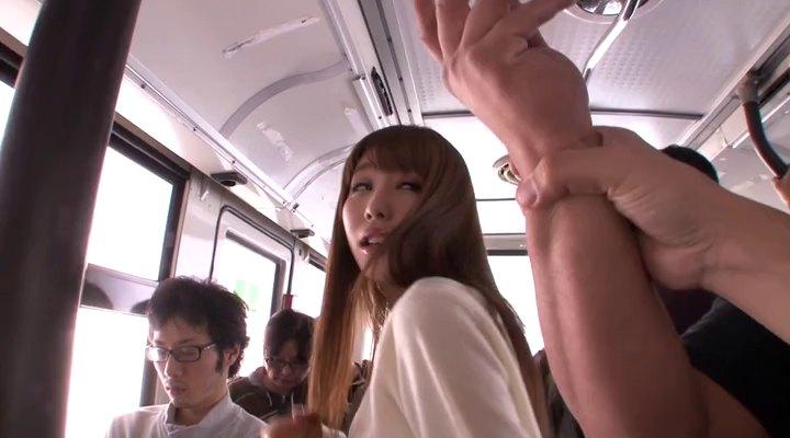 video-aziatki-v-transporte