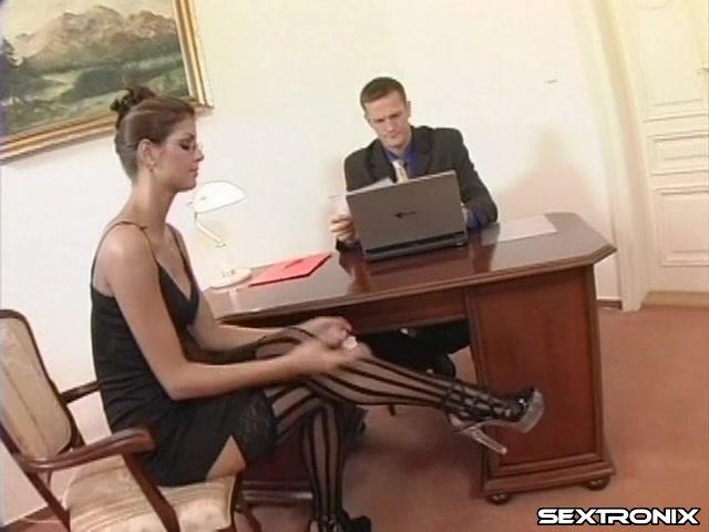sekretarshu-ebut-v-ofise-video