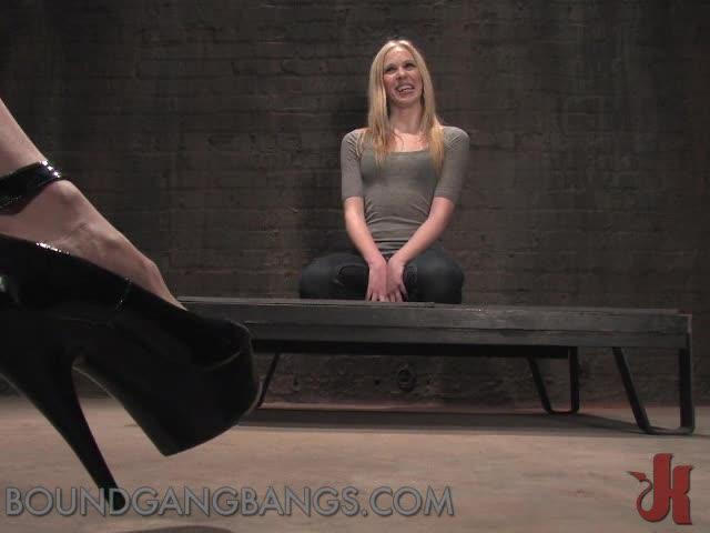 Female worship male feet slaves