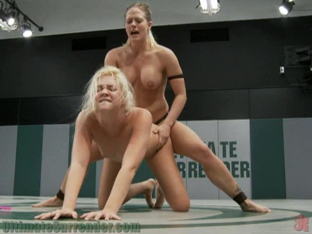 Лесби унижают на ринге
