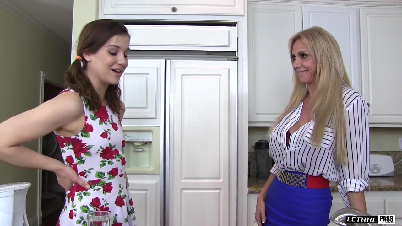 Emmanuelle chriqui naked ass