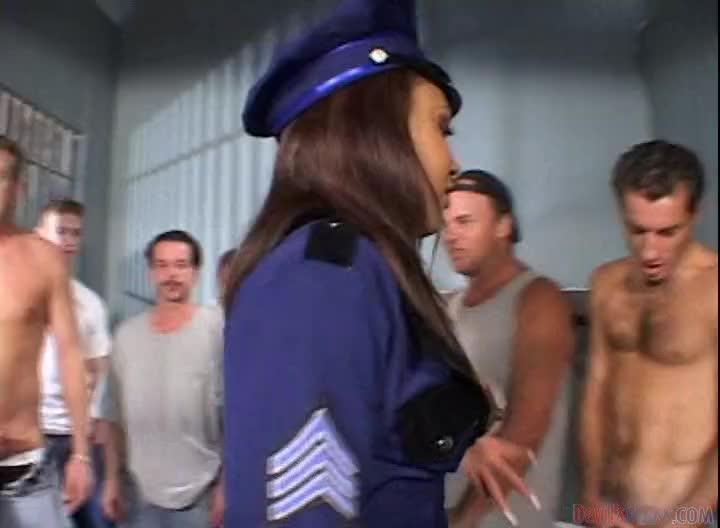 Порно оргия в тюрьме 163