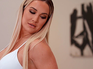 Curvy girl Amber Jade loves anal sex more than everything in life