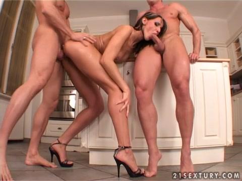 групповое порно видео на каблуках