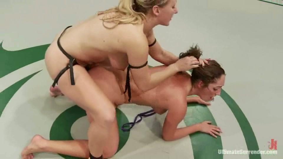 Смотреть порно ролик лесбиянки борьба страпон